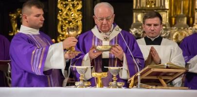 Msza za zmarłych kapłanów i biskupów archidiecezji lubelskiej