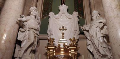 Wprowadzenie relikwii drzewa Krzyża Świętego